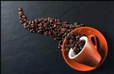 咖啡豆倒出俯视大图