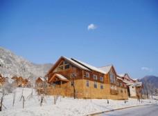 雪岭红房子