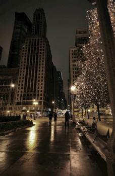 晚上在芝加哥人行道